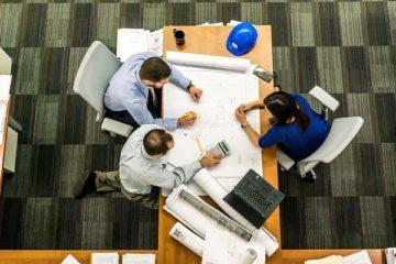architekt i porjektant przy jednym stole
